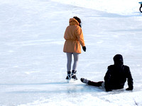 Man fell on the ice while skating on the river