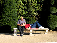 Couple in the forties, tenderly relaxing on a bench in Paris-Stock Photos