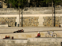 People relaxing by the Seine in Paris on a hot a sunny day-Stock Photos